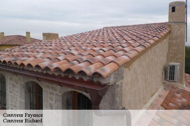 Couvreur  fayence-83440